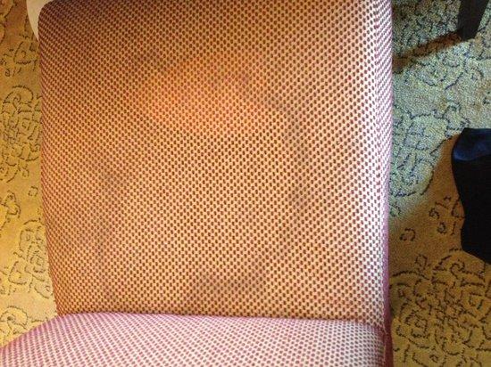 Pullman ZamZam Makkah: Shabby dirty furniture for a 5 star hotel!!!