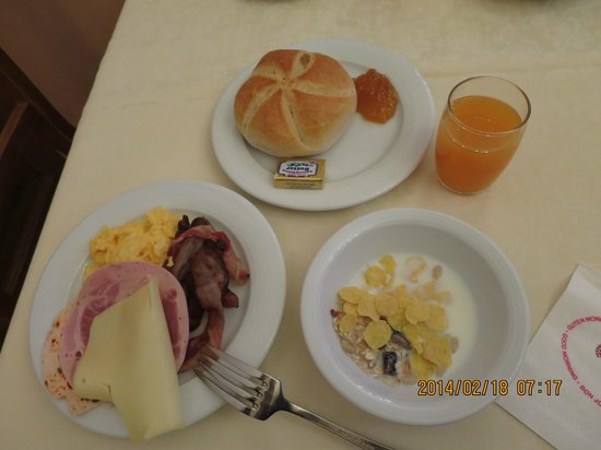 Hotel Hirsch : ビュッフェの朝食