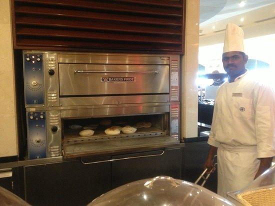 Hilton Makkah: Fresh bread from oven ! Yumm!