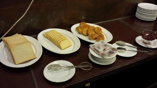 Holiday Villa Gram : Breakfast Buffet 1