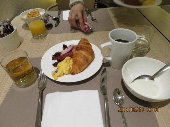 Mercure Paris Gare de Lyon TGV : ビュッフェの朝食、ヨーグルト美味しかった。