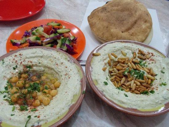 Abu Shukri : hummus and salad