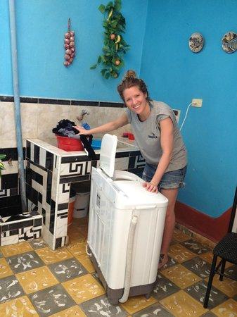 A Bienvenido En El Holandes: Ulrika washes the clothes