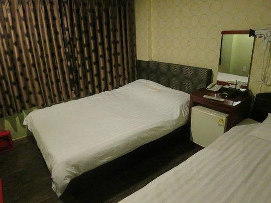 Prime Hotel : ツインルーム。広さはまぁまぁ