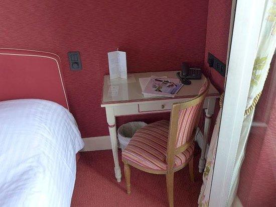 Hôtel Splendid : La chambre rouge