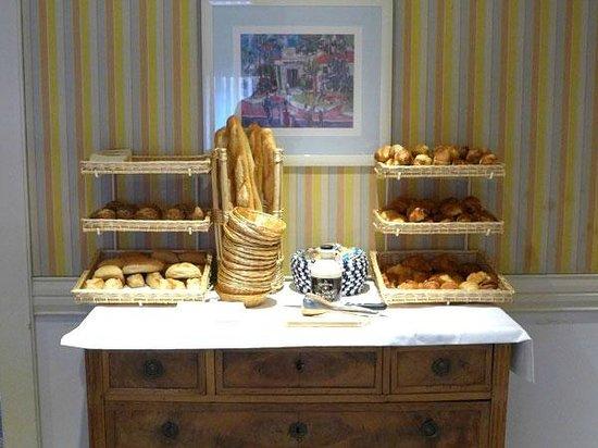 Hotel Splendid: Le buffet de pains et viennoiseries