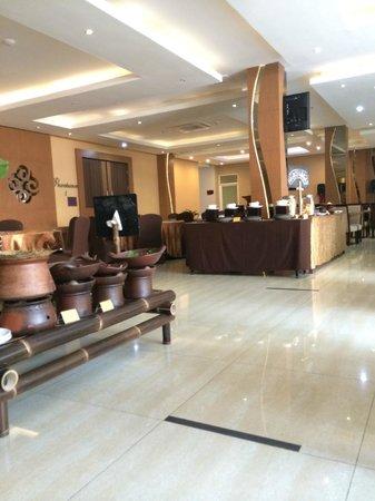 Grand Tjokro Yogyakarta : Breakfast restaurant