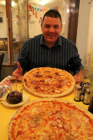 Pizzeria Trattoria all'Anfora: Managed the lot!