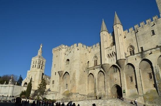 Place de l'Horloge : popes palace