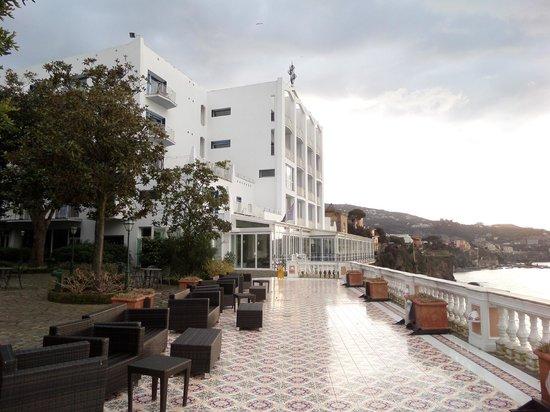 Hotel Parco dei Principi: Hotel promenade