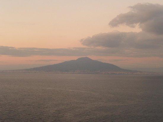 Hotel Parco dei Principi: Mt Vesuvius during sunset