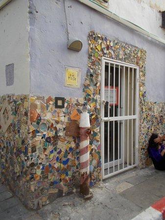 Neve Tzedek: Gaudi style corner