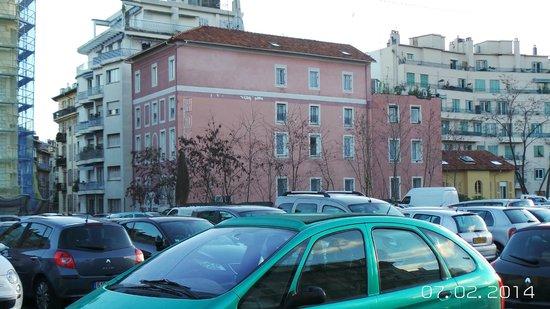 Hotel Comte de Nice: View from the adjacent car park