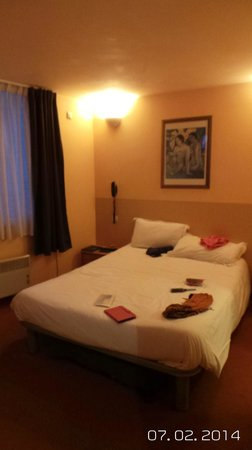Hotel Comte de Nice: Room 412 at the front of Hotel