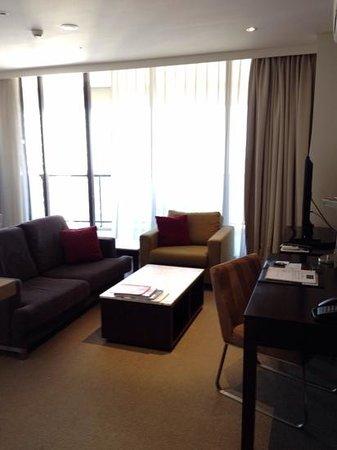 Meriton Suites Kent Street, Sydney: リビング