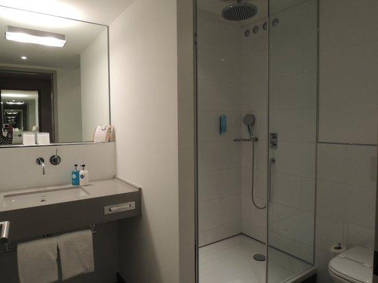 Marc München : Huge Toilet
