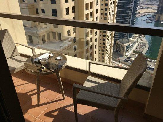 Hilton Dubai The Walk: Marina view balcony