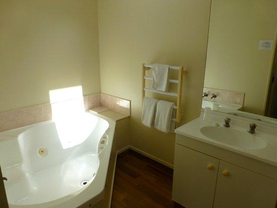 Brylin Motel: Bad von Zimmer 2