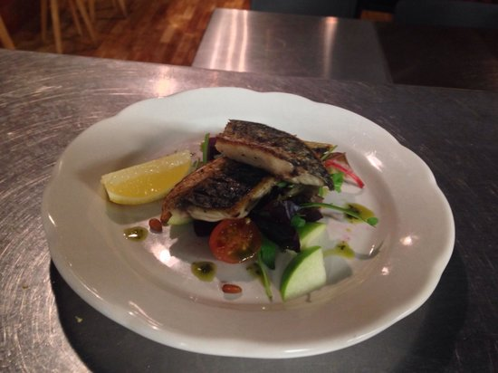 Brutti Compadres: Mackerel a la plancha with apple, beetroot & pine nuts salad