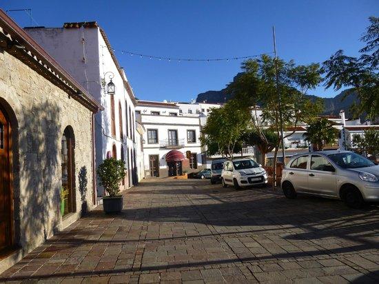 Hotel Rural Fonda de la Tea: View from street