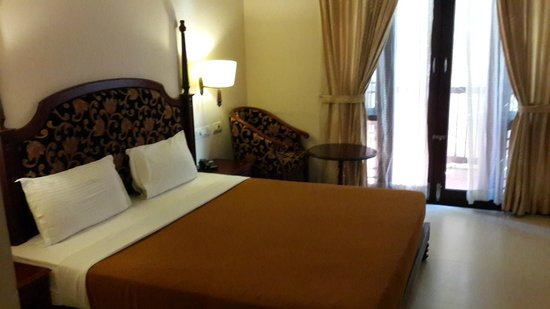 Grand Thekkady: Cosy and practical room.