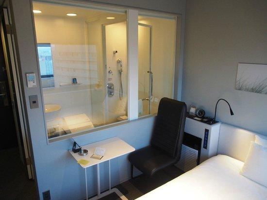 remm Shin Osaka : Glass wall to bathroom makes small room feel bigger.