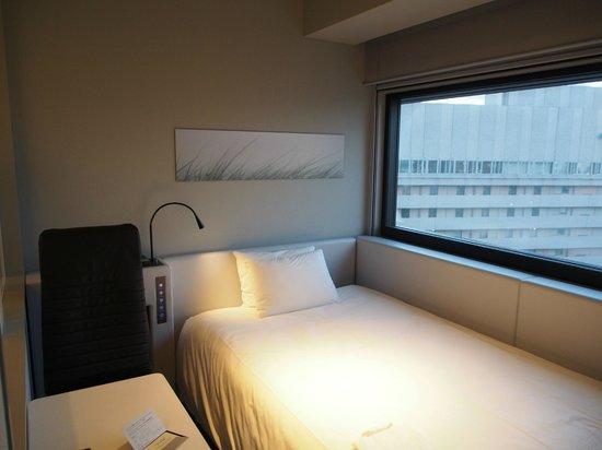 remm Shin Osaka : Wall-to-wall window helps room to feel larger.