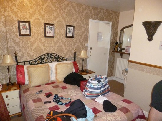 Airedale Guest House: Room 4 - Ignore the mess (it's ours!)