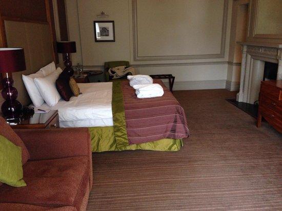 The Majestic Hotel: Lovely bit bedroom