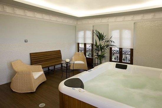 Hotel Rural Casa de Castro: Yacuzzy, pediluvio y ducha de lluvia
