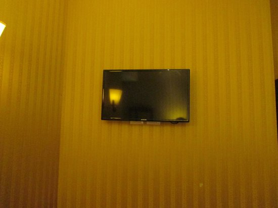 Augusta Lucilla Palace: Plasma TV in the room (but not alot of British tv options)