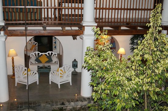 The Kandy House: veranda