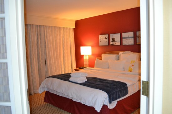 Anaheim Marriott Suites : Vista de la habitación desde el living