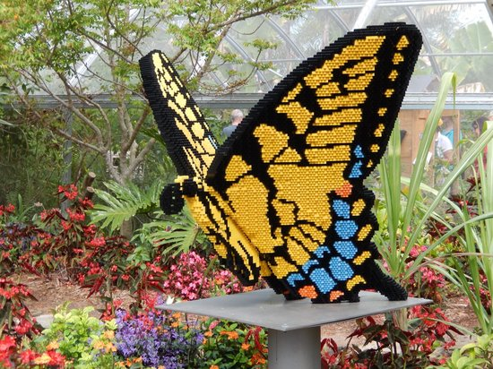 Naples Botanical Garden: Lots of real butterflies as well as a giant Lego butterfly
