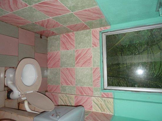 Martin's Simple Lodge: Bathroom
