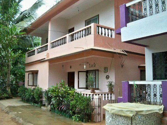 Lucia beach guest house goa candolim guesthouse - Guest house in goa with swimming pool ...