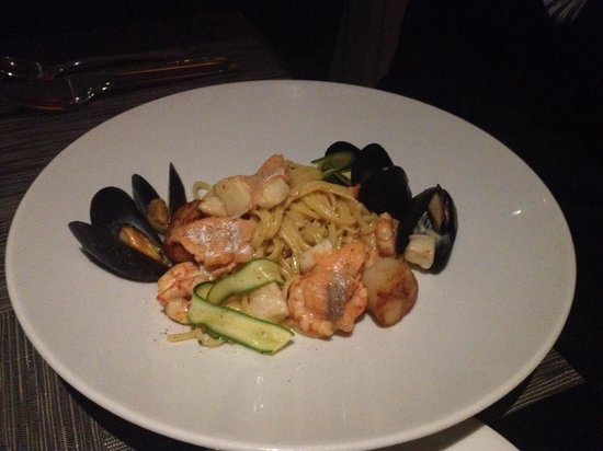 AURA waterfront restaurant + patio: Seafood Linguine