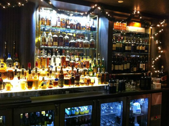 Churchill's Bistro and Cigar Bar : Fully stocked bar