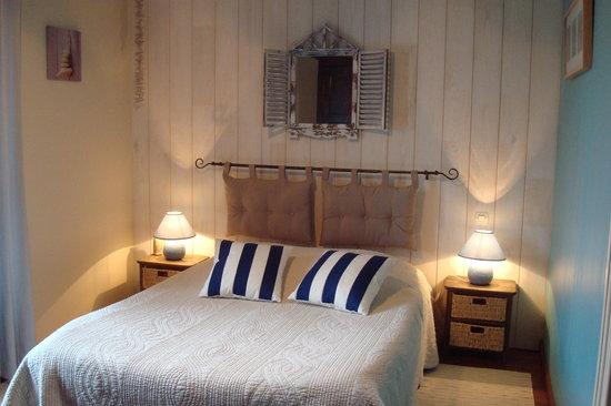 Le Clos des Hortensias: chambre Armor avec pt salon, sd' eau , wc privatifs