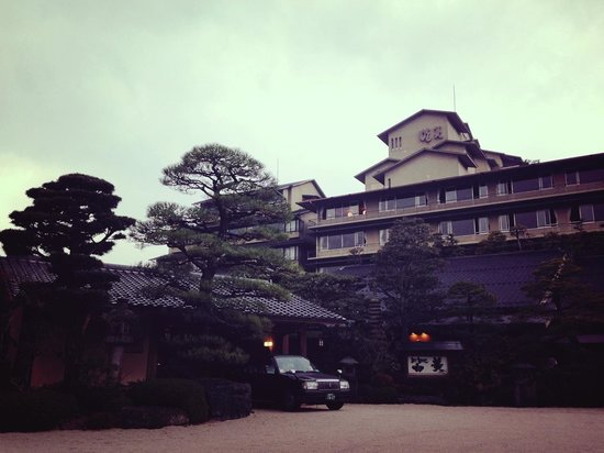Tamatsukuri Onsen: 歴史ある温泉宿がならびます。