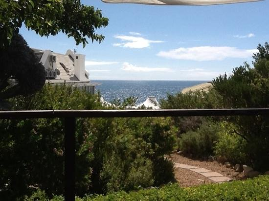 The Twelve Apostles Hotel and Spa : View from upper pool