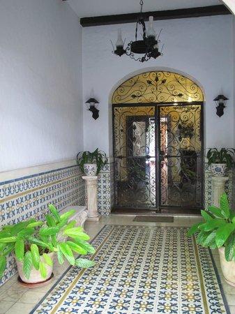 Hotel del Virrey: Hallway of the hotel