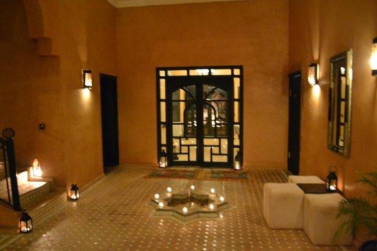 Riad Bouchedor: Entry way