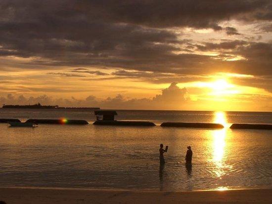 Maafushivaru: Sunset on our first evening