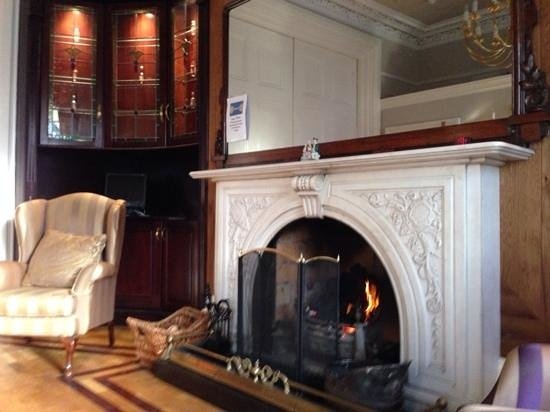 Roxford Lodge Hotel : very cosy lounge