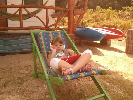 Green Peace Bungalows : Enojoying on the beach