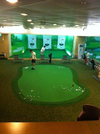 JW Marriott Hotel Seoul: Golf area at gym