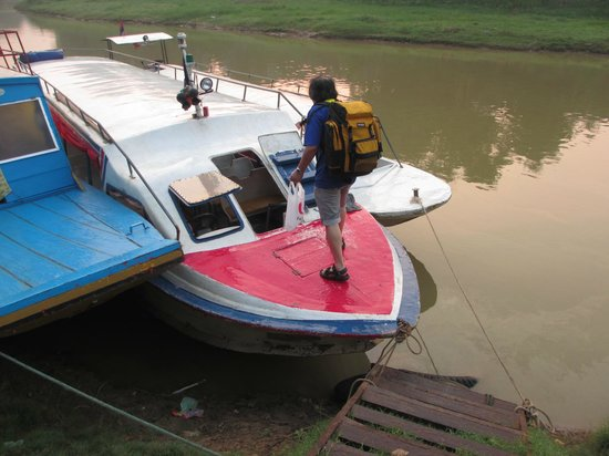 Angkor Express Boat: The entrance to the boat