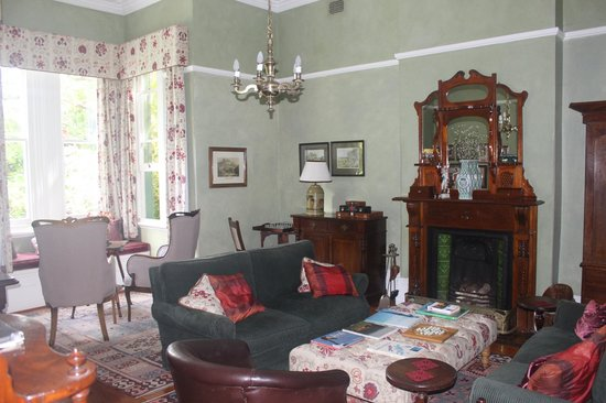Hacklewood Hill Country House: Reception Room
