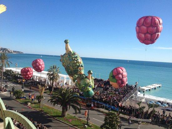 Hyatt Regency Nice Palais de la Mediterranee : Carnival view from the hotel terrace